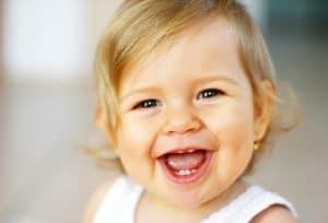 על תינוקות וחיוכים