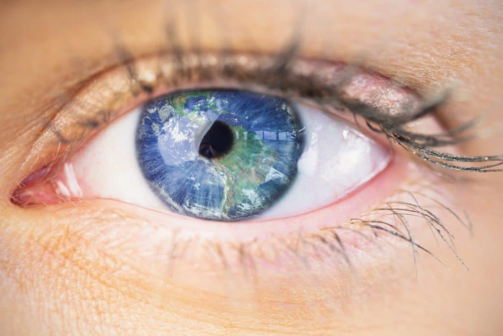 עין רואה את כדור הארץ
