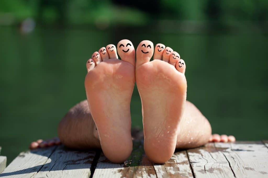רגליים מחייכות