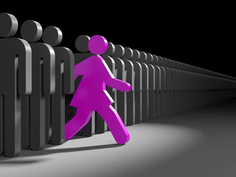 תמונה מייצגת עבור סדנאות למנהיגות מבית לירון פורת - אישה צועדת קדימה לחפש הזדמנויות חדשות