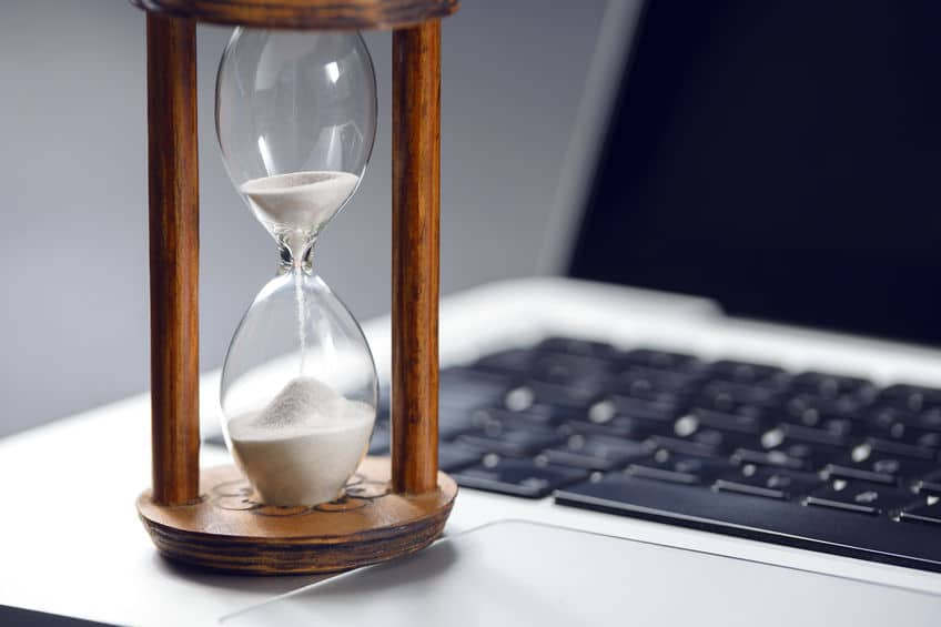 סדנה לניהול זמן - שעון החול והמרוץ נגד הזמן